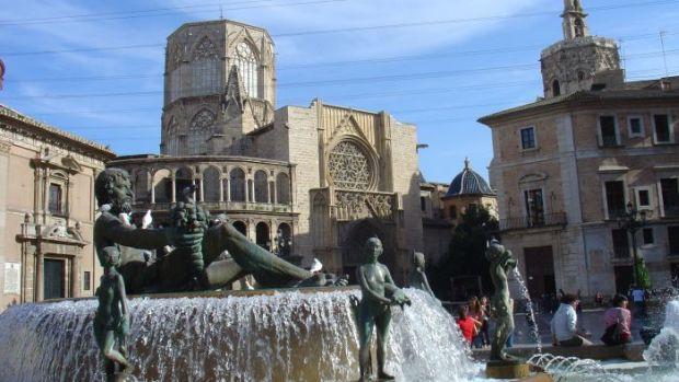 plaza-virgen-turismo-valencia